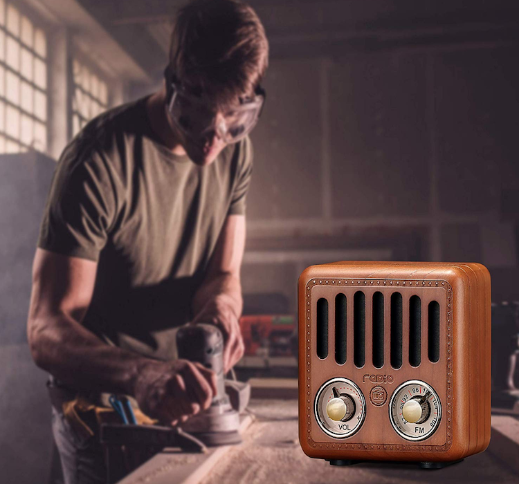 Old Fashioned Retro Radio Wireless Speaker