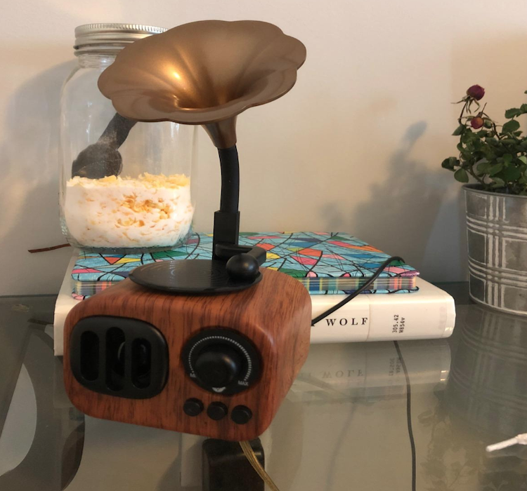 Retro Bluetooth Speaker Phonograph Design